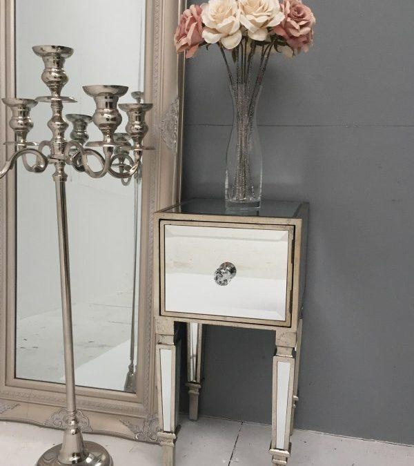 Mirrored bedside table – ideal choice for luxurious interior