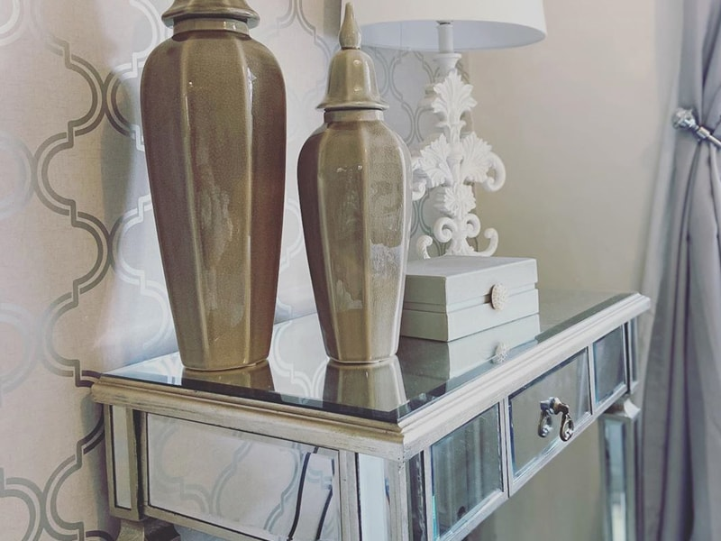 styling choices for mirrored console